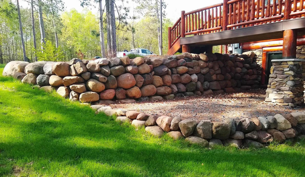 re-landscaping-st-croix-falls-wi-stone-retaining-wall
