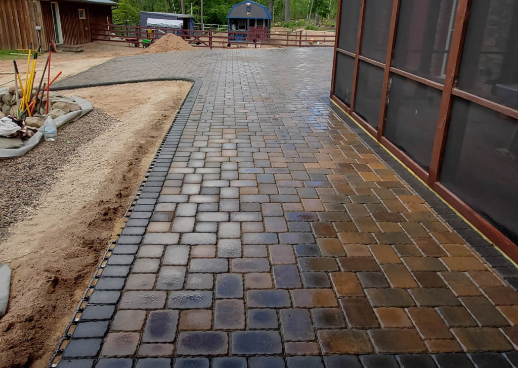 re-landscaping-st-croix-falls-driveway-apron-cropped-4